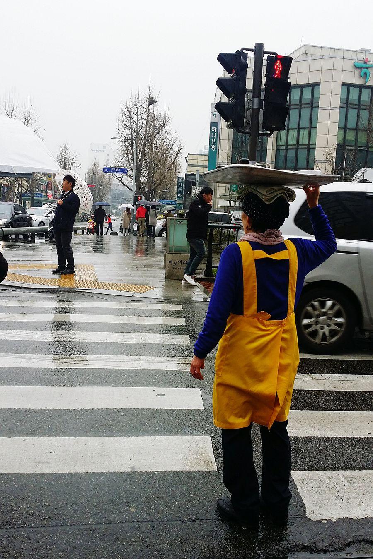 Korean Woman Working Woman Jogno-gu Seoulstreetphotography Streetphotography Kr_streetphotography South Korea Seoul Seoulspring2017