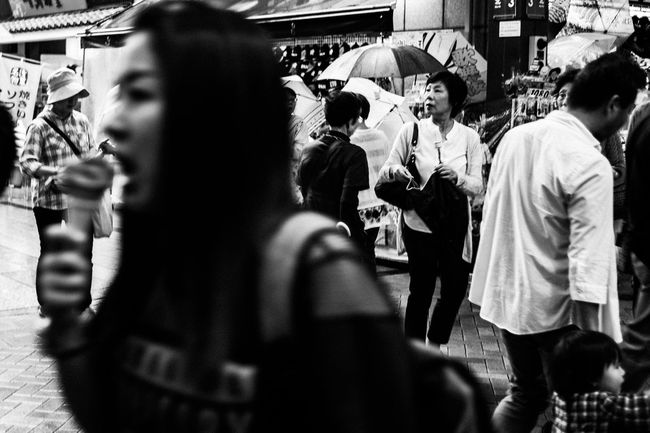 City Monochrome Blackandwhite EyeEm Best Shots Capture The Moment Tokyo Street Photography Leicacamera Streetphotography People Street Photography 35mm Street City Lifestyles City Life Close-up