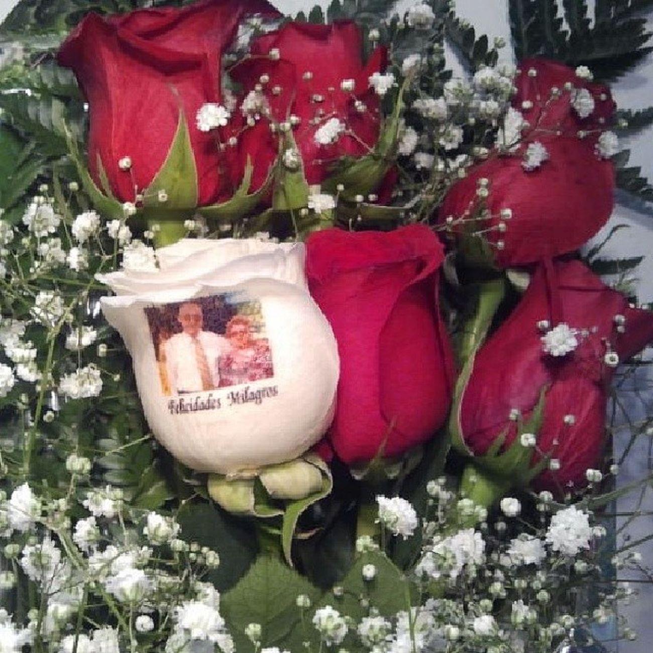Ramoderosas de www.graficflower.com, son seis Rosas una de ellas con el petalo tatuado con una fotografia y una dedicatoria, Graficflower es la Floristería mas original del mercado de las Floresonline , visitanos y sorprendelos