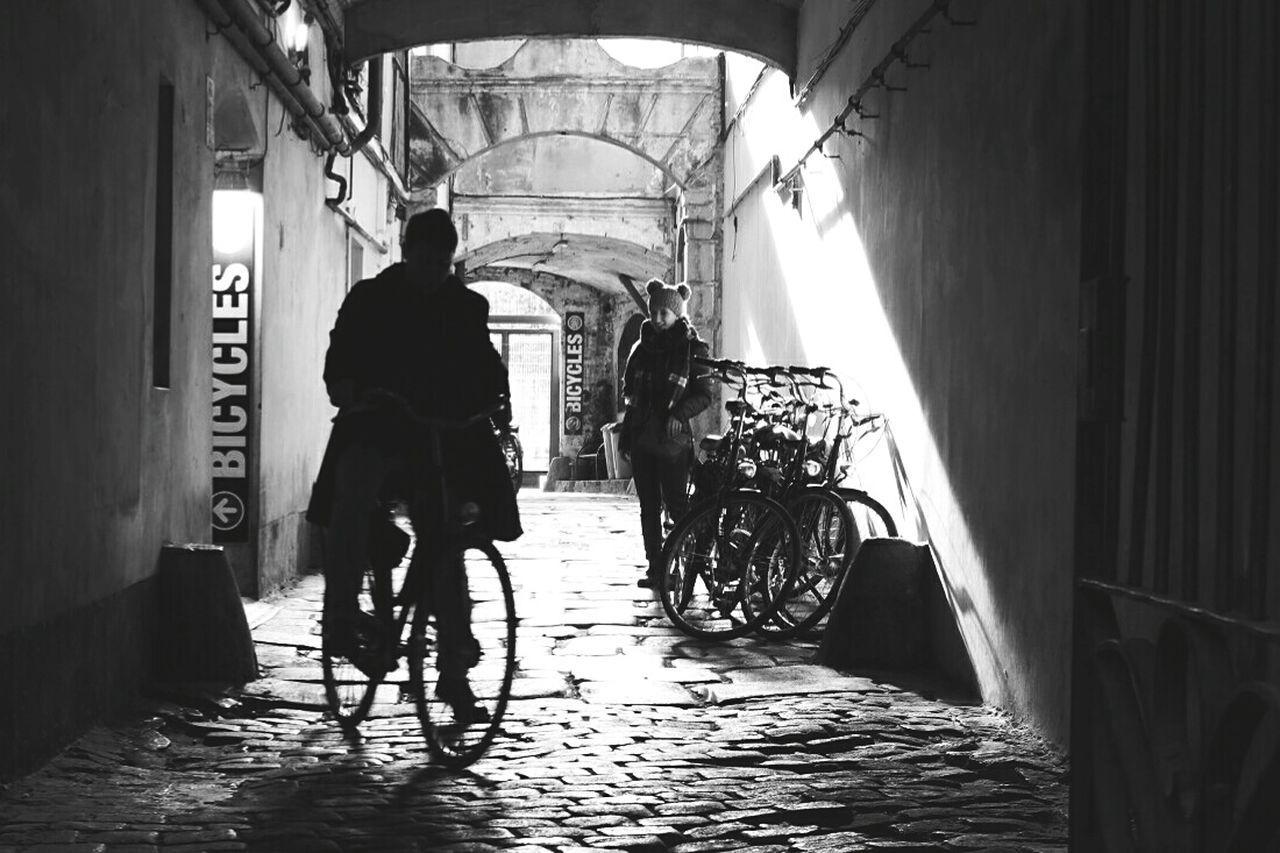 Taking Photos Streetphoto_bw Streetphotography_bw Streetphotographer EyeEm Gallery EyeEm Best Shots - Black + White Barcelonainspira Barcelona♡ Barcelona Streets