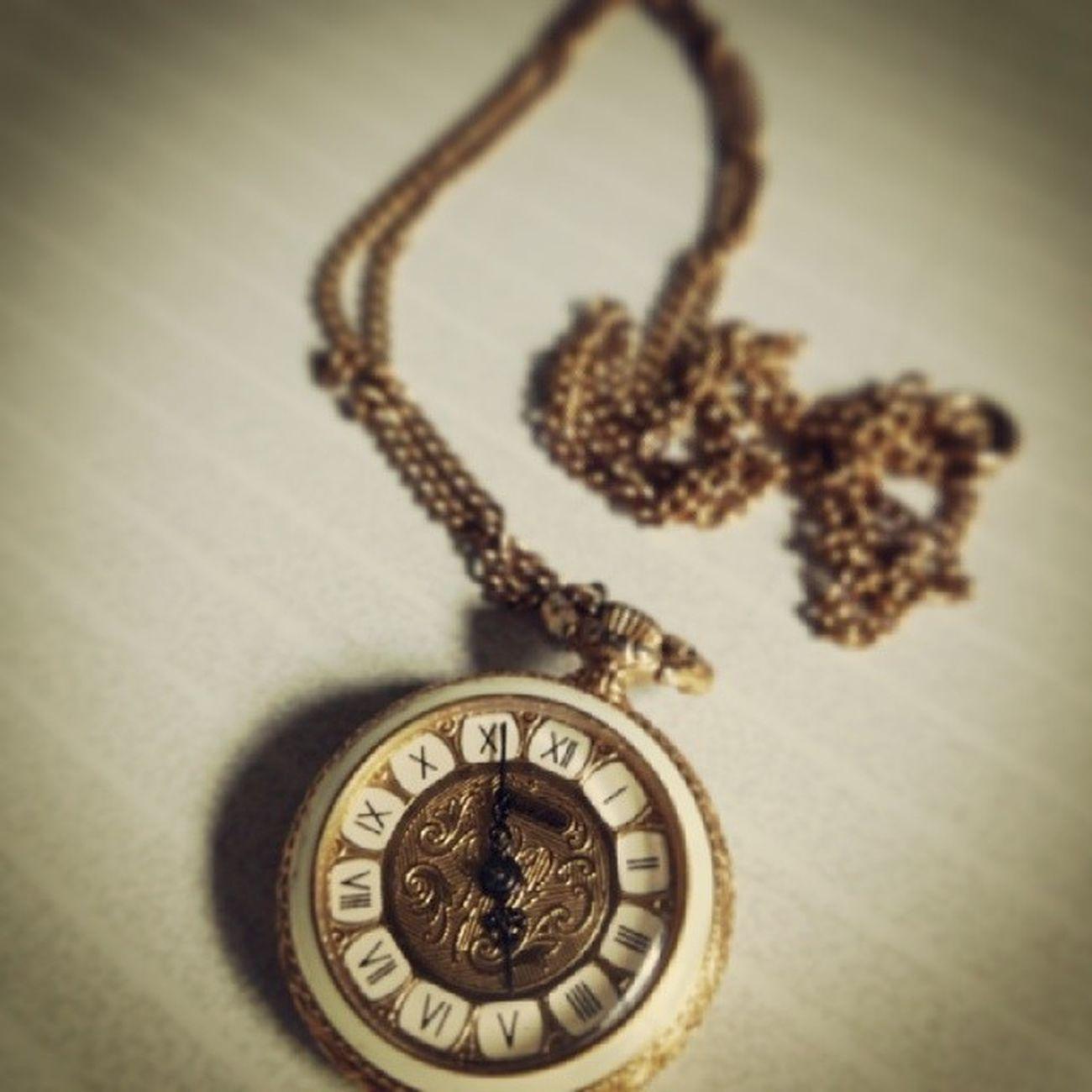 34年前 修学旅行 香港 Switzerland Chandler 懐中時計 腕時計を嫌う当方は 当時 制服(ブレザー)の内ポケにて愛用