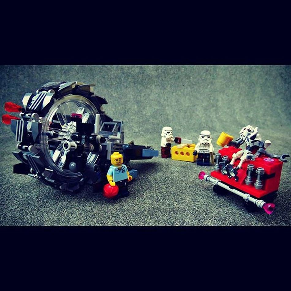 """We've just got to finish off the wood paneling, but I hope this Wheel Bike is to your taste General Grievous sir."" LEGO Minfigures Legostagram Legostarwars Generalgrievous @bricknetwork"