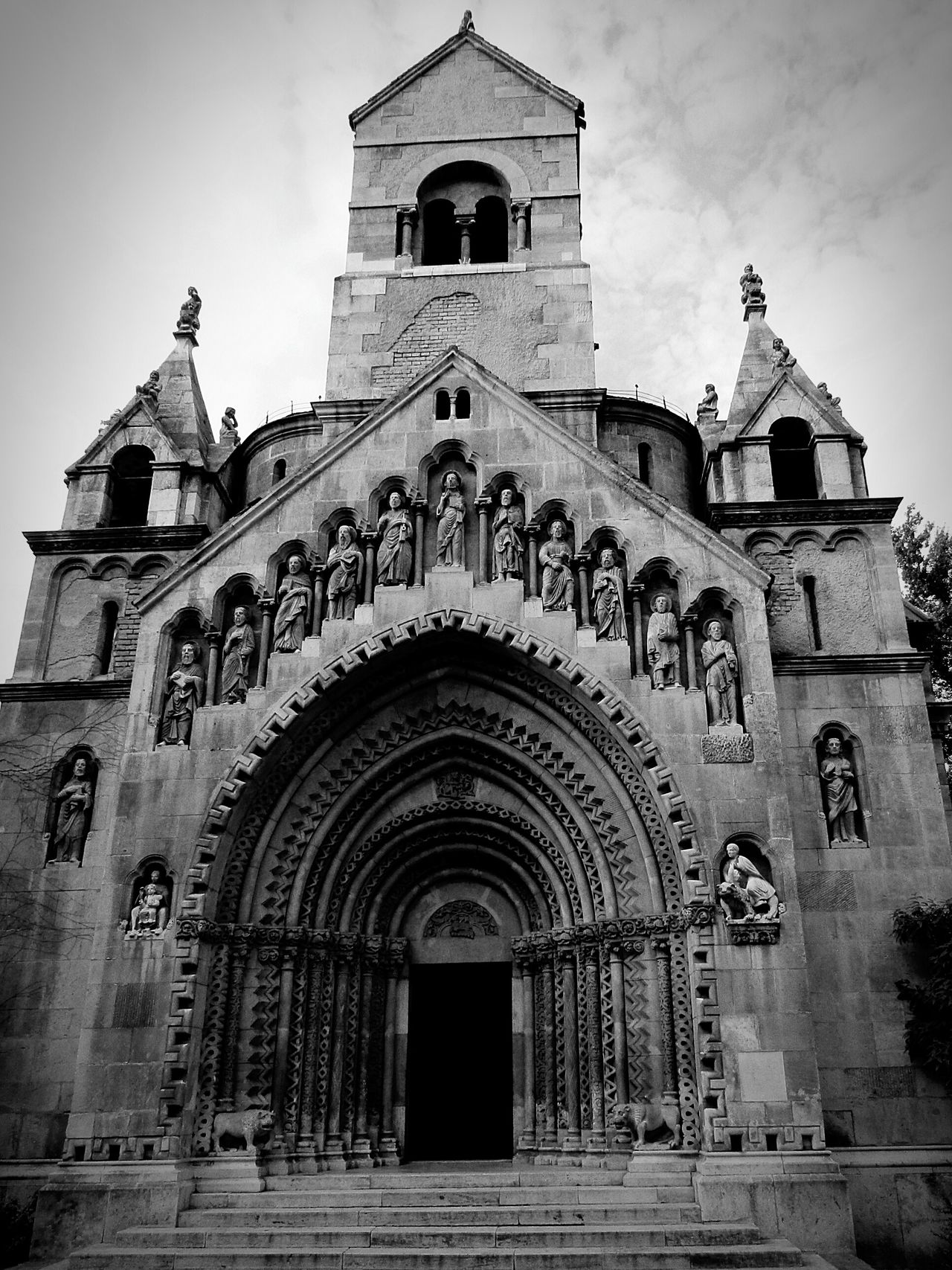 Temple Temple Architecture Templephotography Buildingphotography Architecure Blackandwhite Blackandwhitephotography Historical Building History Fear Of The Dark Amazingarchitecture Eyeemblack&white EyeEm Best Shots - Black + White Eyeemcollection Hungarian