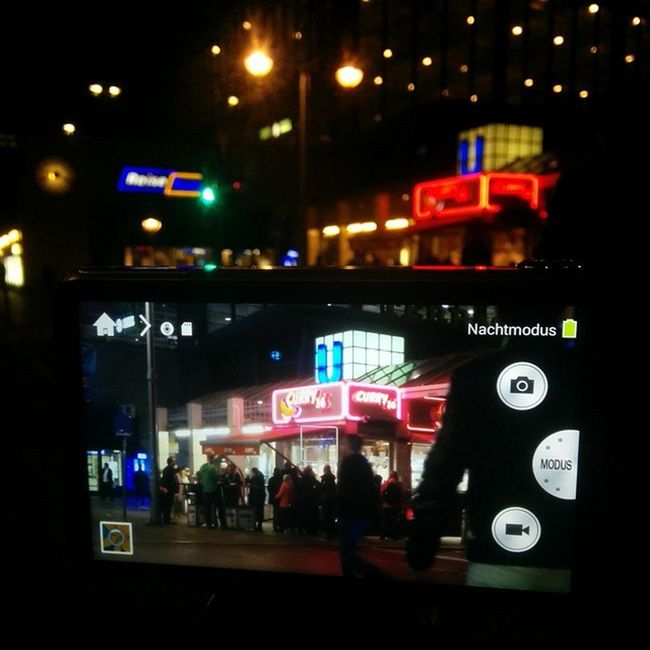 "Neulich bei der Fototour zu ""Berlin Leuchtet"" Curry36 Festivaloflights Berlinleuchtet"