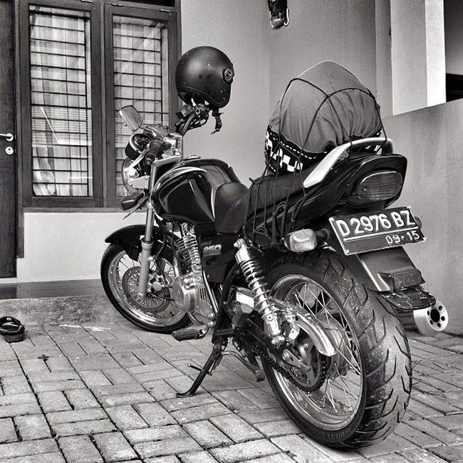 Iphoneonly Bike Suzuki Gsx250 gs250 bw bnw blackandwhite monochrome