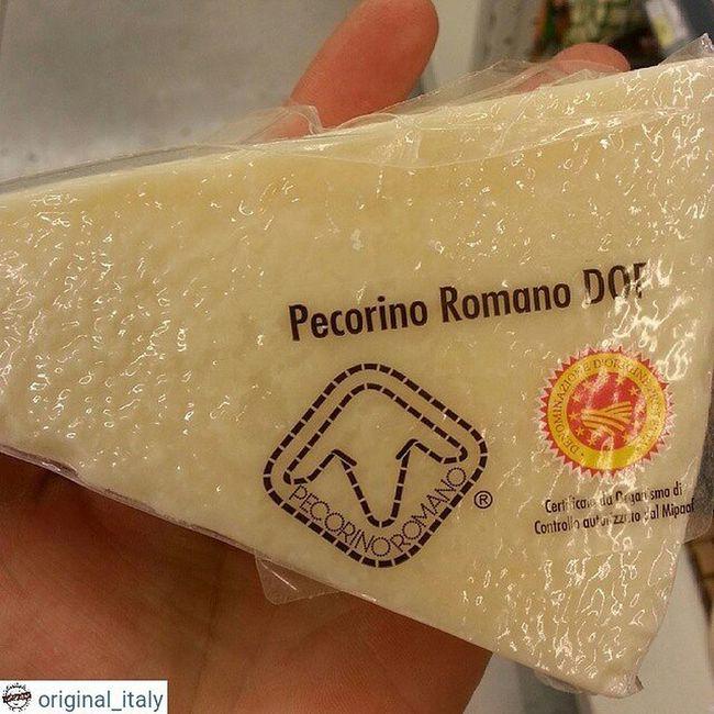 ☆☆☆☆☆ @original_italy ☆☆☆☆☆ Любители овечьего сыра очень оценят. Пекорино Романо (Pecorino Romano)— твердый, соленый, итальянский сыр, изготовленный из овечьего молока, подходит в основном для натирания на терке. Это известнейший из всех сортовпекоринои важная часть римской кухни. ВызревшийПекорино Романоимеет солоноватый пряный вкус, беловатый оттенок и консистенцию, позволяющую легко натереть сыр. Небольшой кусочек 350-400 грамм Цена 12€ Доставка до 2 кг 21 € Для заказа WhatsApp, Viber + 79817855075 Италия шоппинг оригинал Original_italу кофевиноitalyкупитьмосквапитерсырсырыитальянскиесырысырнаятарелкапиццапастаПрошуттосалямиОливковоемаслоЛимончеллоспецииитальянскиеспеции