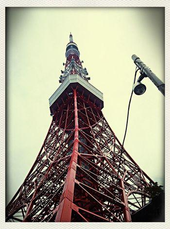 子供の頃以来の東京タワー。今や懐かしの東京のシンボルですね。展望台に登ってみると幼い頃とはまた違った感覚で町並みを見下ろせる。高いところって色んな発見があるものです。