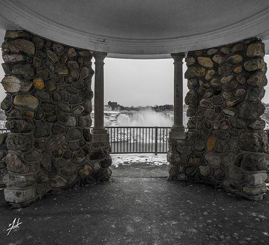 Niagarafalls Niagara USA Canada Lovethisseason Buffalony Buffalo Cliftonhill Ontario Photography Photo Photooftheday Instagood Instagram Instagramhub Insta Instagood Cold Freezing Winter Snow Beauty Water Lake Rocks force waterfall