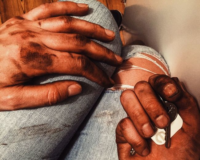 When your bike chain fails you... Bikelife Bike Grease Oil Dirty Dirtyhands Keys Tile Hands Work Jeans Dirt Notafraidtogetdirty Life Messy