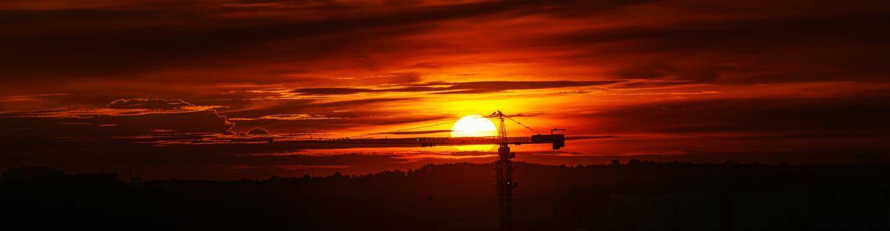 Setting sun Sunset Sun Evening Dusk Golden Hour Malaysia Asdgraphy Photography Landscape Scenery No People City Urban Construction Crane Building Outdoor Sky Cloud Silhouette Panorama Sony Alpha A6000 Minolta 75300 tele zoom