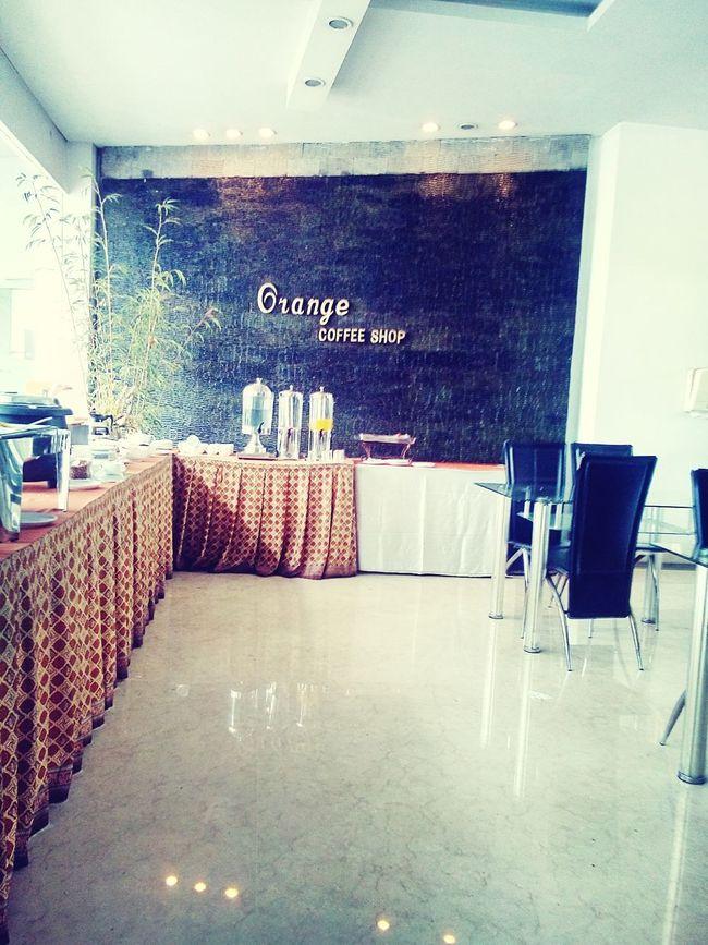 having my breakfast in lovely lounge cafe Cafe Breakfast habis gua pulun sumua nyaa hahaha