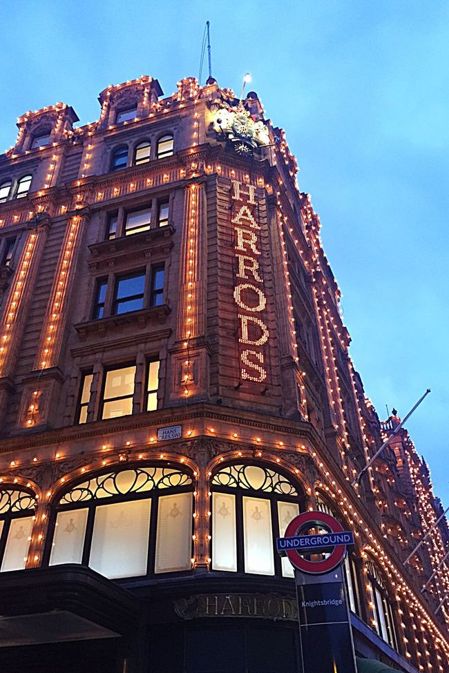 Harrods here I come Knightsbridge United Kingdom London Traditional Wanderer Wanderlust Wandering Around Aimlessly Night Lights Night Photography Department Store Beautiful Day