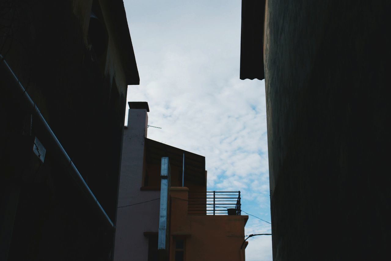 Architecture Built Structure Cityscape Building Exterior Sky Cloud - Sky Outdoors City Architecture Old But Awesome Old Houses Urban Lifestyle Lookingup Beauty In Everything Low Angle View Urban Photography Shapes And Forms Shapes Shapes And Lines Shapes And Angles Houses Getting Inspired Minimalist Abstract Art