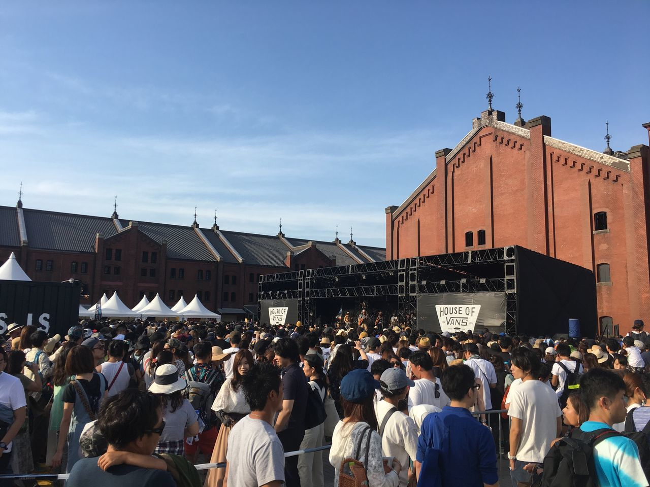 Crowd Large Group Of People Built Structure Men Women Architecture Building Exterior Real People Lifestyles Day Outdoors Protestor Sky City Popular Music Concert People Adult
