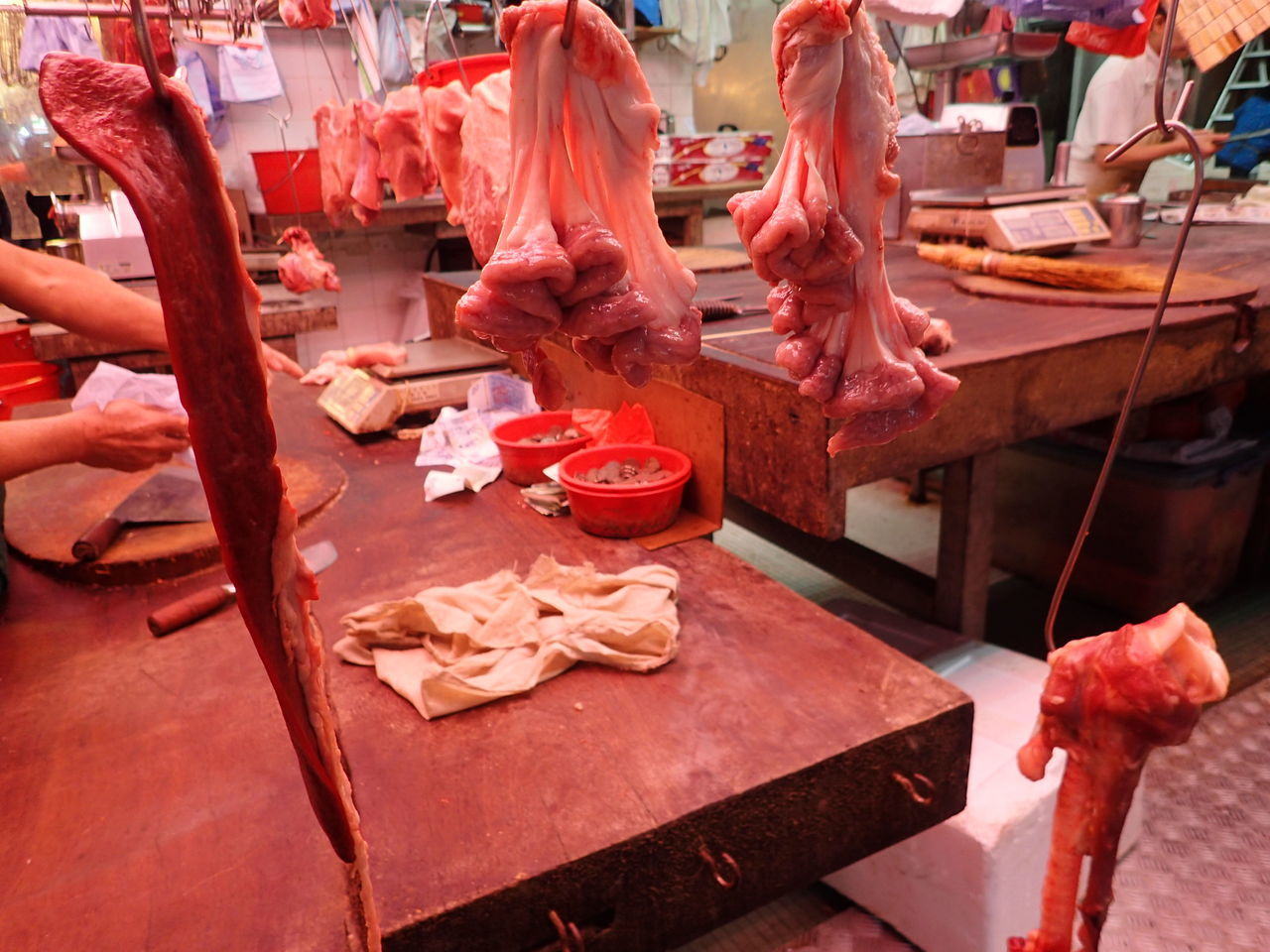Local market vibes... Animal Parts Butcher Food Freshness Hong Kong Human Body Part Human Hand Innards Intestines Local Business Market Market Stall Meat Occupation Offal Raw Food Raw Meat   Red Meat Shau Kei Wan Sweetbread Wet Market Working