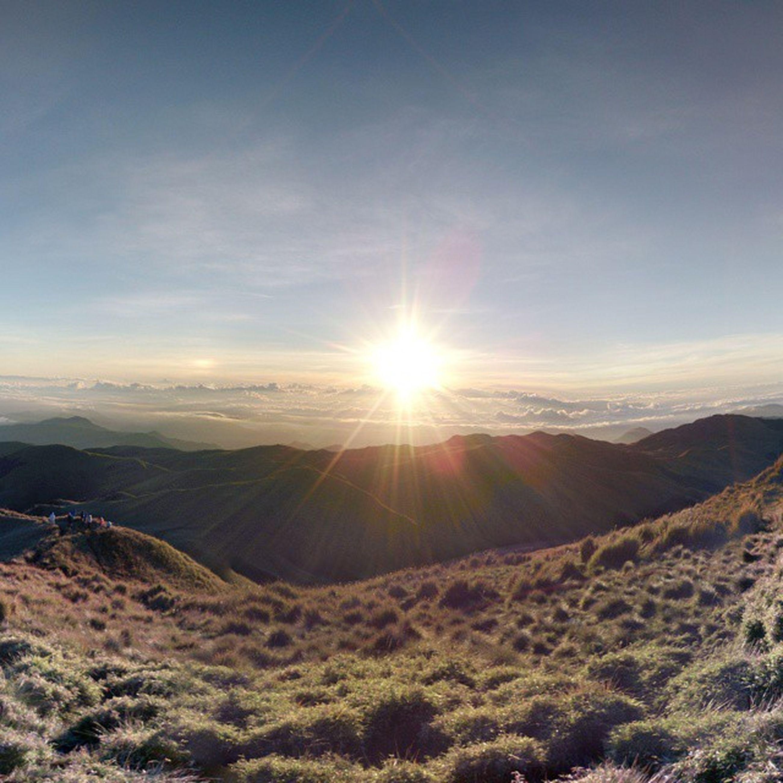 sun, landscape, mountain, tranquil scene, tranquility, scenics, sunbeam, sunlight, beauty in nature, mountain range, sky, nature, lens flare, non-urban scene, idyllic, remote, sunset, horizon over land, outdoors, travel destinations