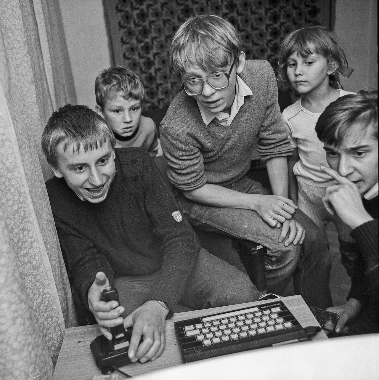 Boys Computer Computer Game Emotions Emotions Captured Emotions In A Picture Emotions Of The Eyes Friendship Gaming Gaming Gear Gaming Time Gamingcomputer Group Of People Indoors  Joystick Lifestyles Playing Playing Games Real People Sitting Spectrum Technology Timex Togetherness BYOPaper! The Photojournalist - 2017 EyeEm Awards The Portraitist - 2017 EyeEm Awards