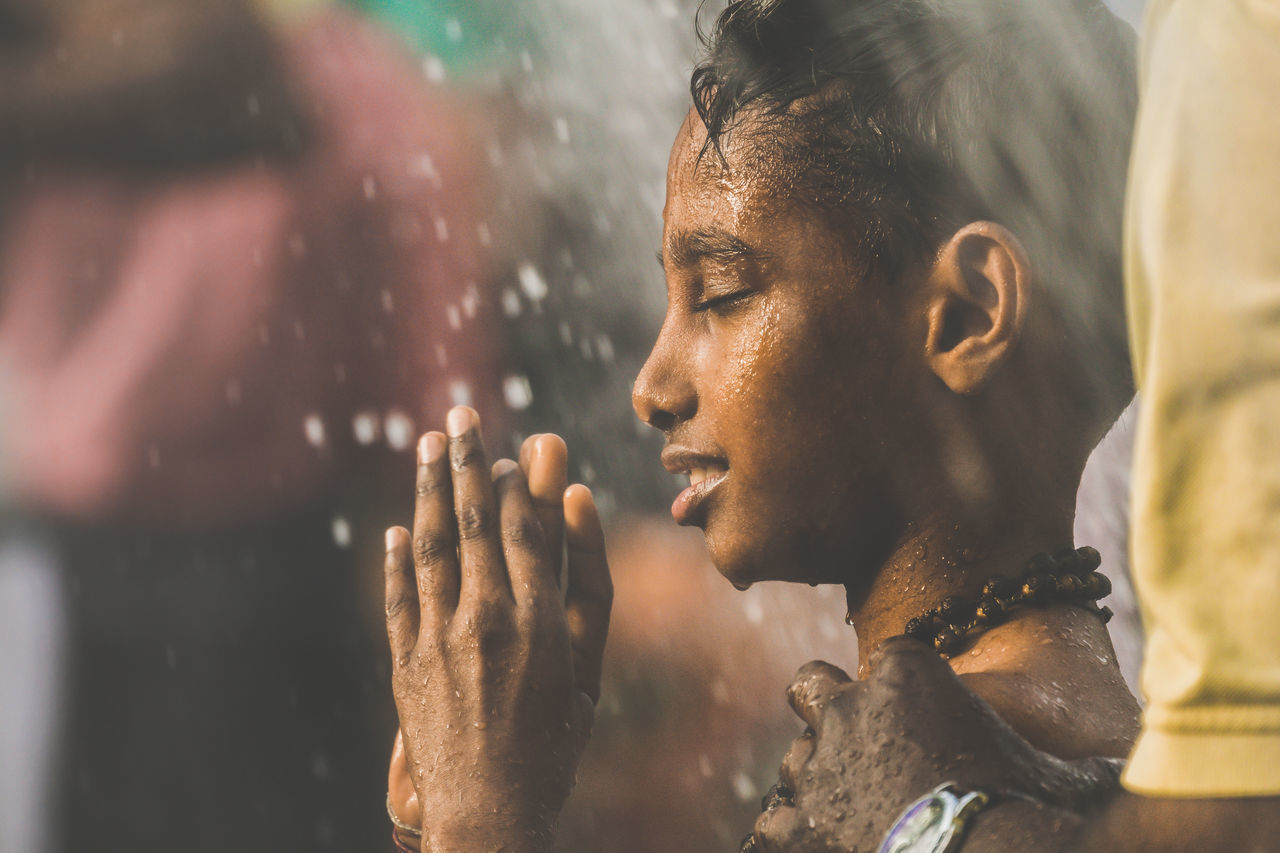 A Hindu devotee takes a shower during Thaipusam festival in Batu Caves, Malaysia to fulfil their vows and offer thanks to the deities. Batu Caves -Malaysia Close-up Hindu Gods Hindus Human Body Part Human Hand Men Outdoors People Prayforparis Praying Religion Shower Time Social Issues Spirituality Thaipusam Young Adult