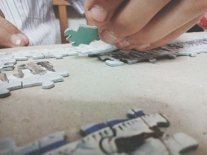 Game Puzzle  Ravensburger Ravensburgerspiele Close-up Human Hand Parts Pieces