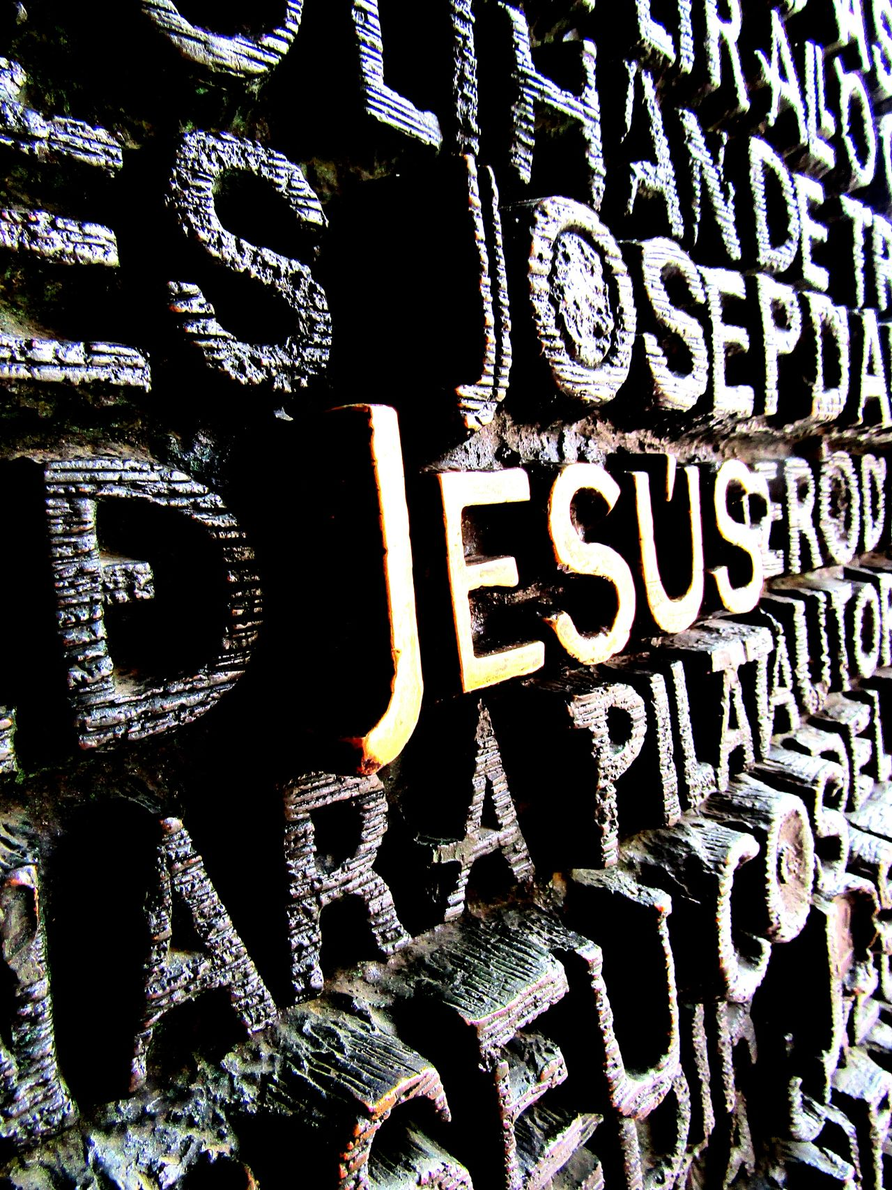 Gate Jesus Gold Black Check This Out Tag Writing Writing On The Walls Architecturephotography EyeEmBestEdits Barcelona Gaudi Sagradafamilia Sagradafamiliabarcelona Sagradafamiliachurch From My Point Of View Statue Monument Details Eyeemcollection SagradadeFamilia Eyeemphotography Todayphotography