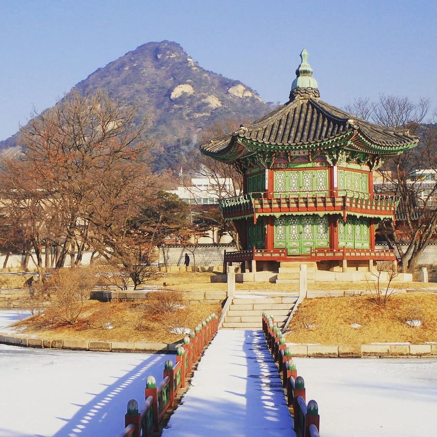 🏯🏯🏯Seoul, Korea Architecture Building Exterior Built Structure Cultures History Joseon Dynasty ASIA Architecture Travel Destinations Korea Tradition ExploreEverything Yongpyongwinterolympics2018 Landscape Gyeongbokgung Palace, Seoul