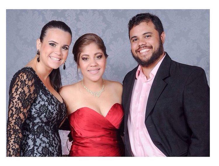 Formatura de Direito UESC 2003/2 - Dan, Lú a formanda e eu Formatura BocaDuMar Festa UESC