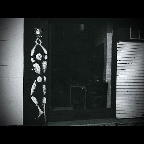 Blackandwhite Mesnager Streetart ParisByNight vitrine urbanart urbanstyle photographybyphone