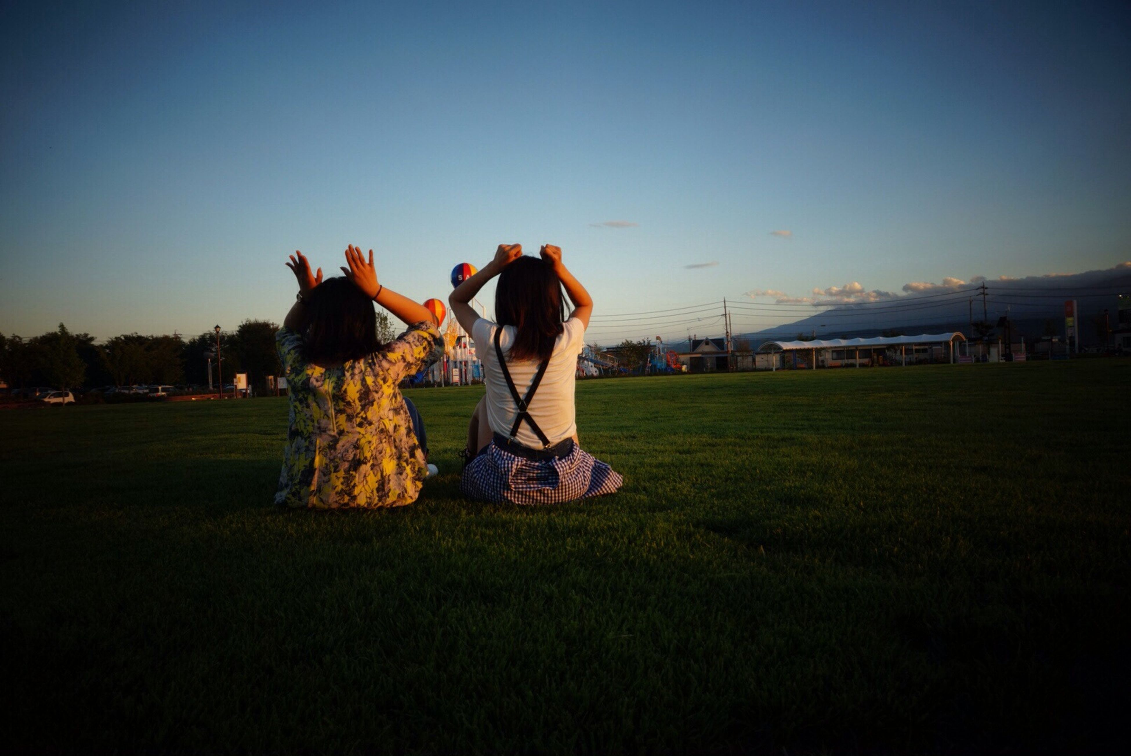 lifestyles, leisure activity, men, grass, field, enjoyment, clear sky, sport, large group of people, copy space, fun, person, togetherness, playing, full length, arts culture and entertainment, landscape, grassy, standing