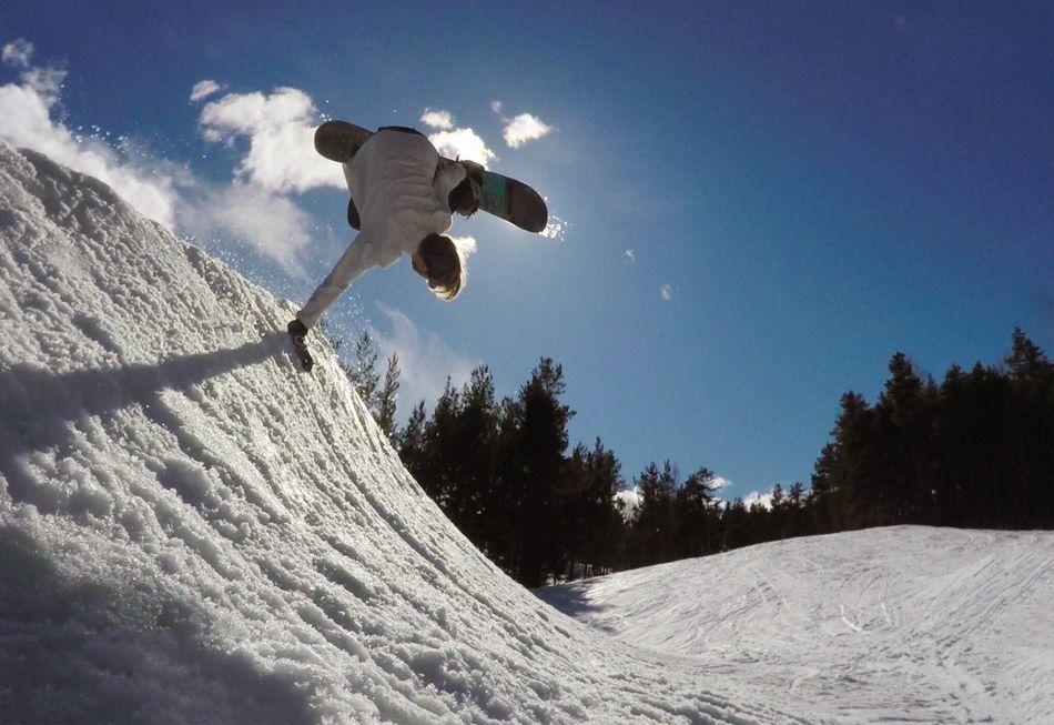 Spring riding! Snowboarding Snow Winter Sport Outdoors Extreme Sports EyeEmNewHere Snowboard Handplant Gopro Goprohero4 Slush Slushy Eyemmarket
