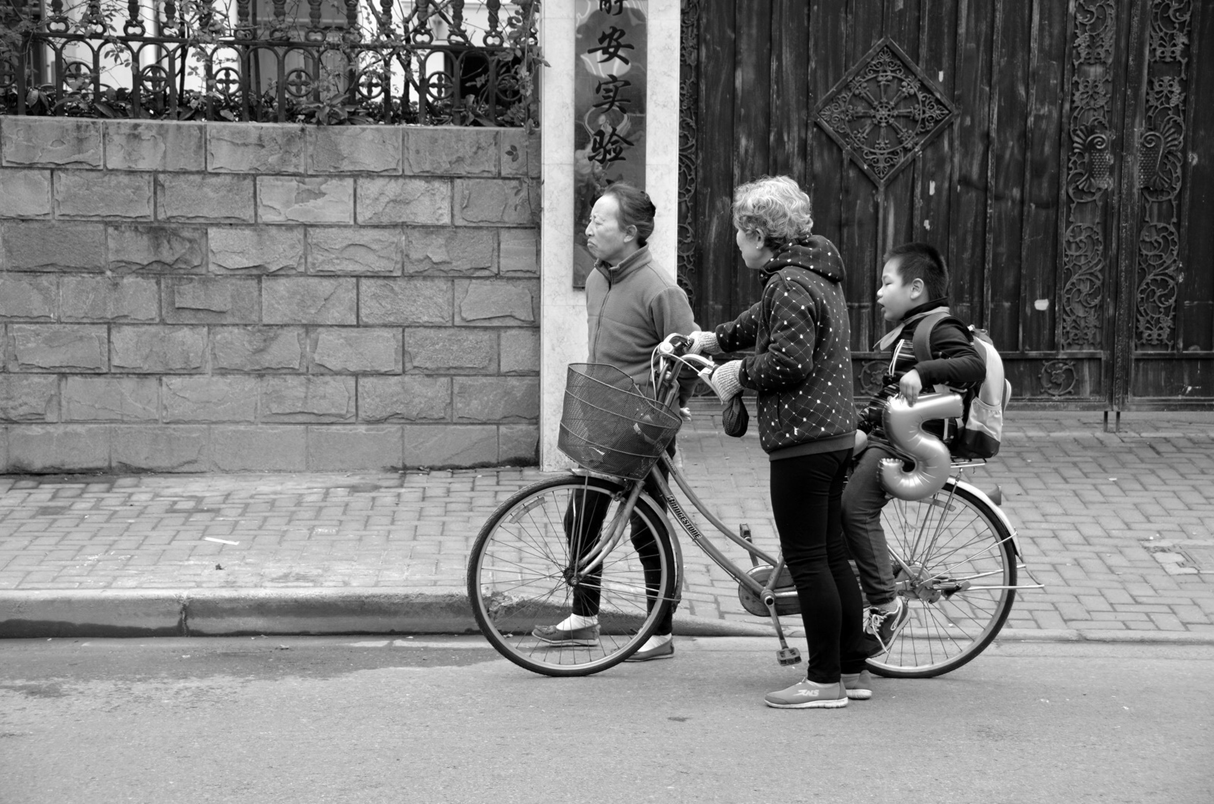 bicycle, young adult, full length, young women, happiness, males, outdoors, father, cycling, adult, people, real people, city, senior adult, togetherness, childhood, day, adults only, men, smiling
