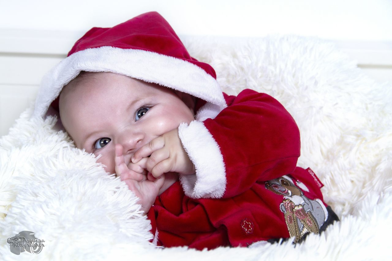 Sesión Navidad. Lucía, 4 meses. Christmas Baby Looking At Camera Babies Only Winter Happiness Portrait New Born Photography New Born Baby New Born Santa Hat Smiling