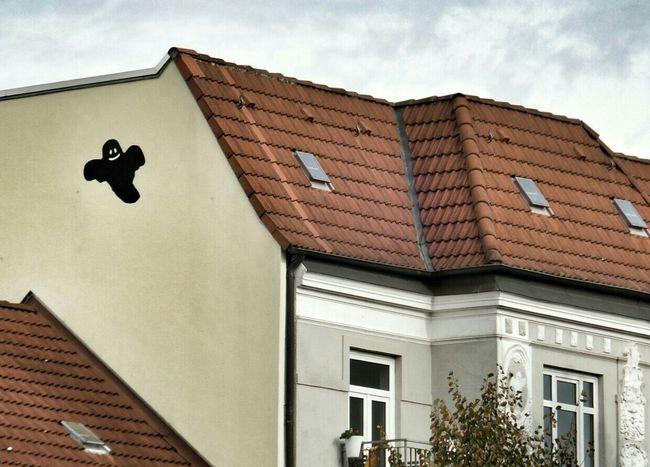 Ghost house / Spukhaus Graffiti Street Art Hamburg