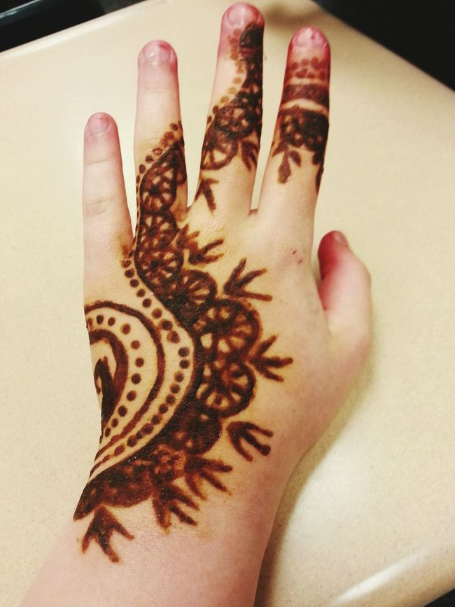 Henna this morning. Peeling it off later, can't wait to see the stain! Henna Tattoo Mendhi Selftaughtartist Henna Art Henna