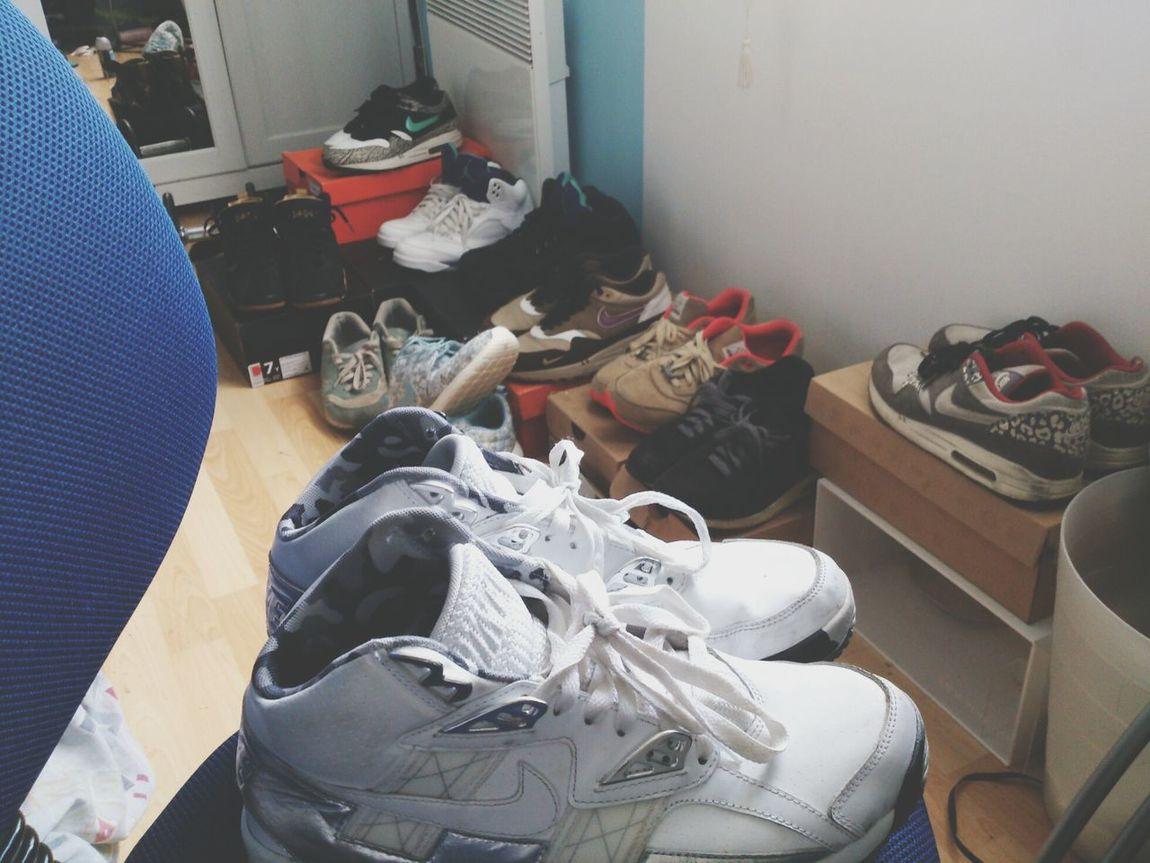 Dirty Room  PostBadNike Am1 Nike