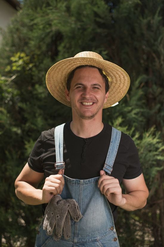 Hat Straw Hat Adult Sun Hat Adults Only Portrait Front View Looking At Camera Outdoors Farmers Market Farm Farmer Happiness Cheerful Men