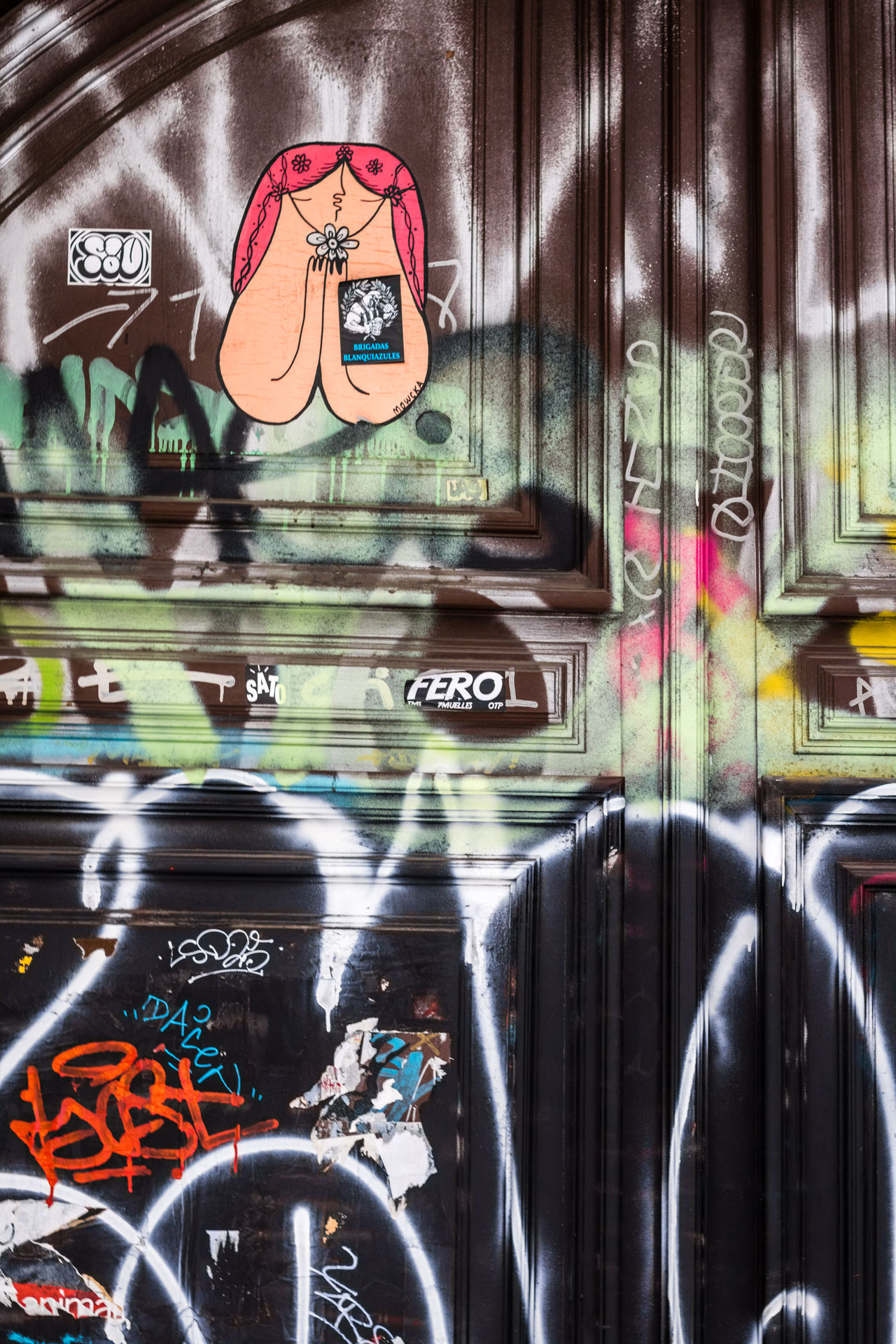 Text Reflection Communication No People Window Close-up Mode Of Transport Day Indoors  Street Photography Colorful Door Graffiti Urban Textures Of Barcelona Backgrounds City Life Portrait SPAIN Art Fluorescent Cultures Textures And Surfaces Portrait Of A City Barcelona