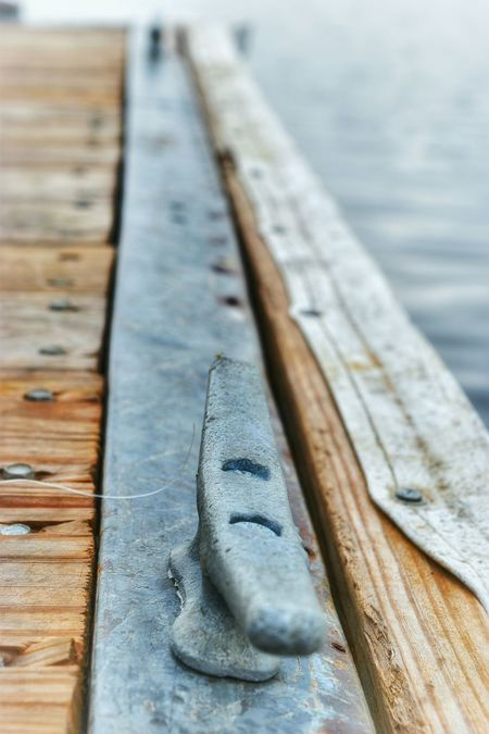 Bolt Metal Rope Tie Boat Tie Tie Pier Wood Grain Wood Up Close Water River