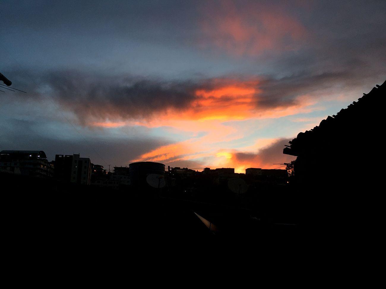 Y aunque a veces eres caprichosa, siempre luces preciosa LOJA Sunset Dramatic Sky City Portrait Cloud - Sky Colorful