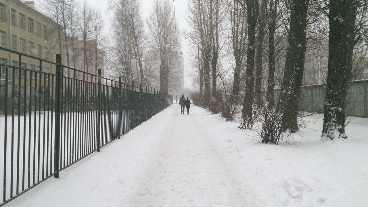 Couple Walking Mobile Photography Sony Xperia Zr Perspective Winter Snow Cold Temperature Outdoors Snowing Urban Life Urban Lifestyle Daily Life Wintertime Winter Daydreaming Season  Cold Snow Day Long Goodbye
