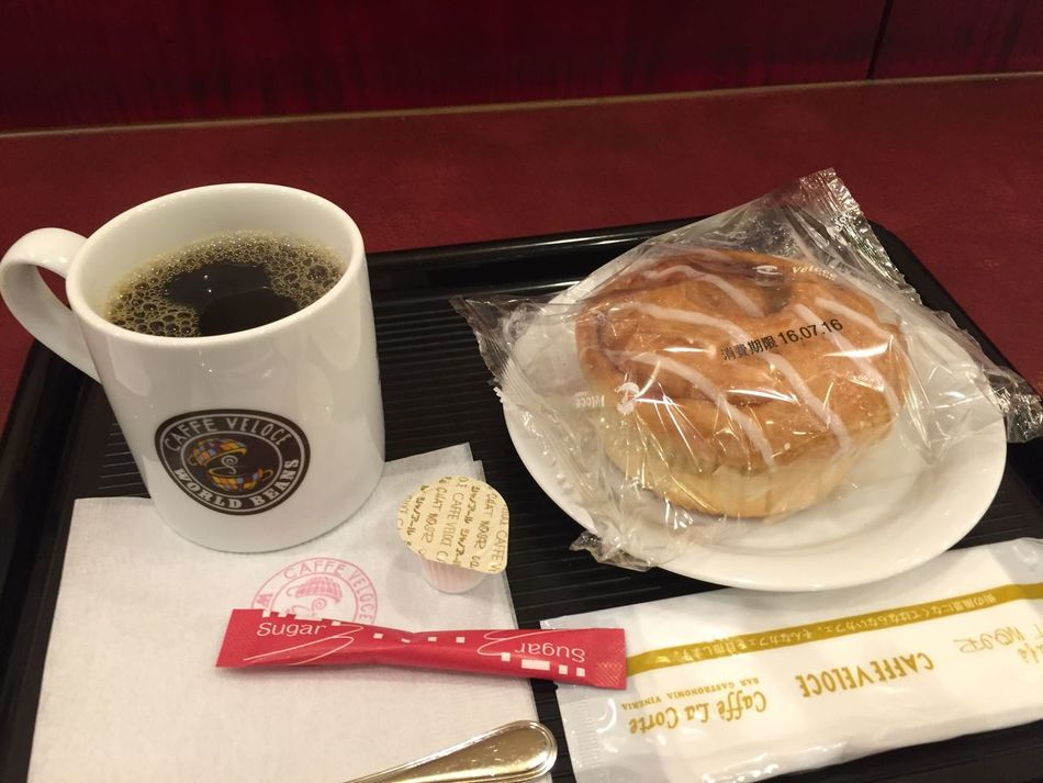 ブレンドコーヒーとシナモンロール