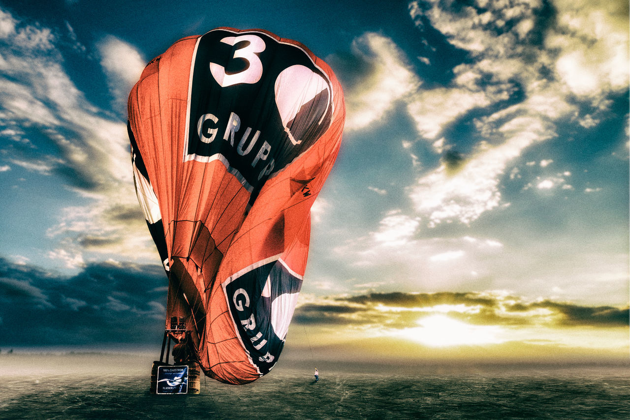 hot-air balloon landing ArtWorkShot By Pascal Gino Birkenborg By Huawei P9 Cloud - Sky Composing Hot-air Balloon Outdoors Sky Sunlight Sunset