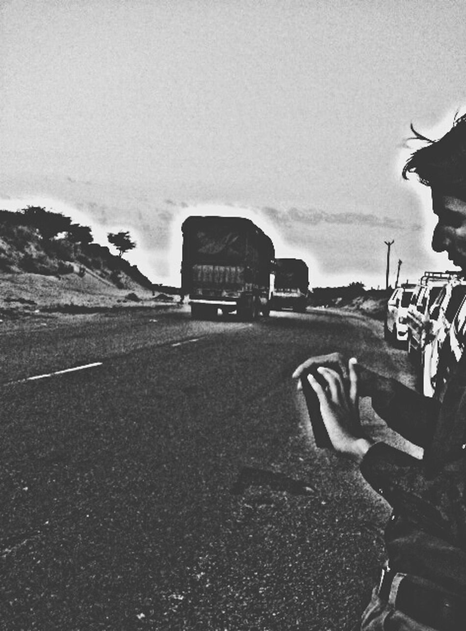 B&₩ todays 2nd pic....meet A.k Black & White Desert Trucks Road Carsss and We Simple Awsome Enjoying The View