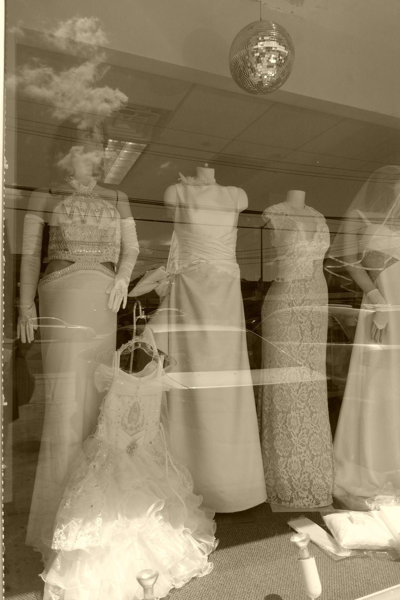 Window fashion show. Day Dress To Impress Dressing Up Fashion Fashion Photography Fashionista Manequin Manequins Window Reflections Window Shopping Windowreflection Windowreflections Discoball