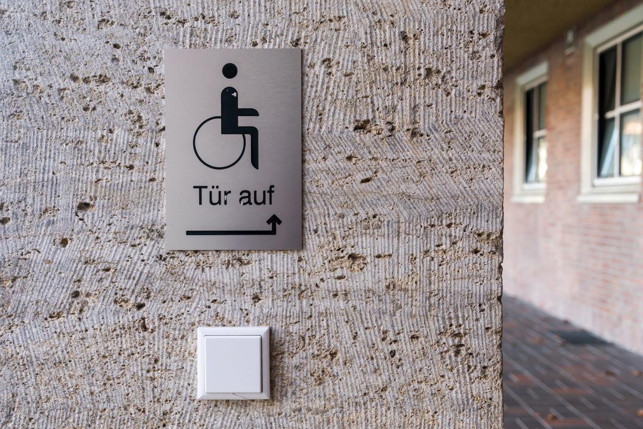 Behindert Behinderung Button Close-up Day Door Opener Handicap Handicapped Handicapped Sign Knopf No People Outdoors Schild Sign Text Türöffner