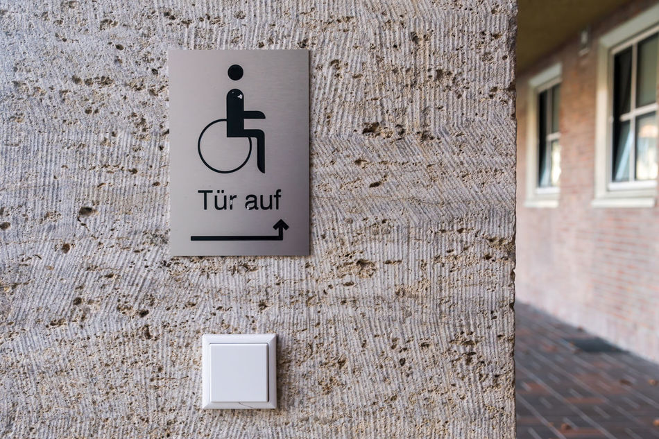 Behindert Behinderung Button Close-up Day Door Opener Handicap Handicapped Handicapped Sign Knopf No People Outdoors Schild Sign Text Türöffner