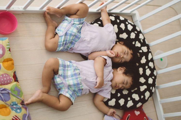 Relaxing Close Brothers Hi! Sleeping Baby  Baby Sleeping Enjoying Life Cute♡ Babies ♥♥♥ Twins Twin Babies Babyphotography Baby Portrait 双子 双子の赤ちゃん Cute Baby Baby Love