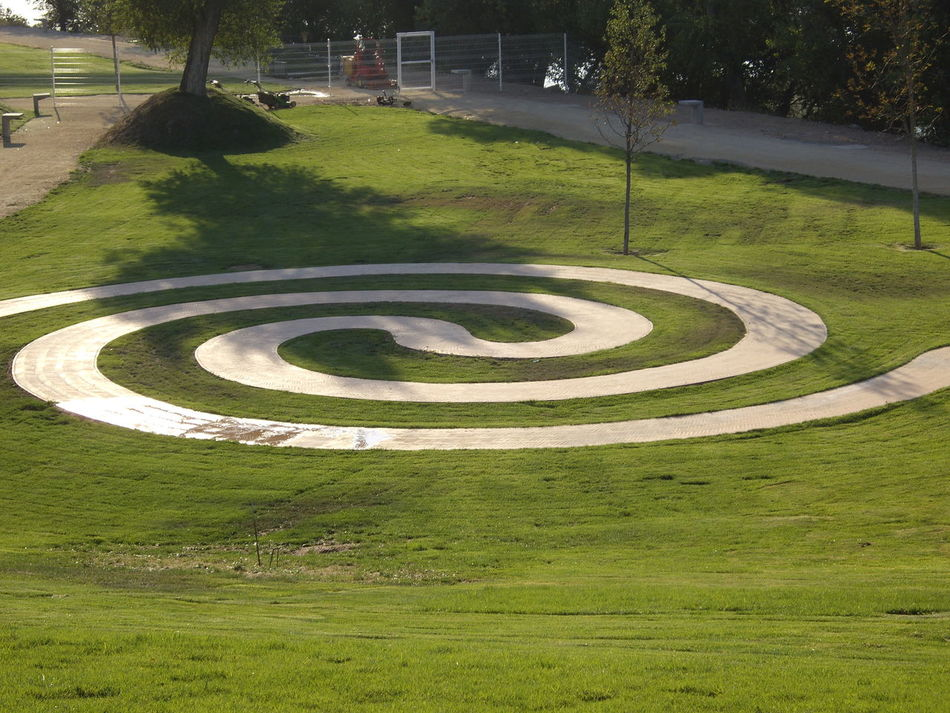 2008 Day Eddl Grass Nature No People Outdoors Park Spiral Way
