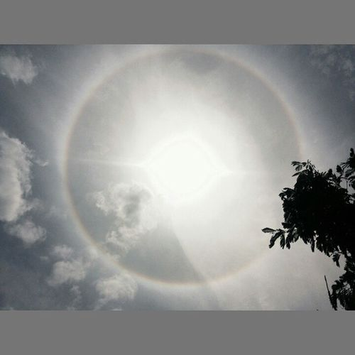 Looks like a rainbow ring around the sun...any guesses wat dis is??? Whateva is dis..its amazing 👌 Sciencealert Science Nature Scienceporn Sky Sun Sciencedaily Lovescience Sciencealertlb Space Astronomy Dailyscience LoveNature Life Bestoftheday Scienceoftheday Scienceisawesome Expandyourmind Beautifulnature 104 @iss @nasa @space