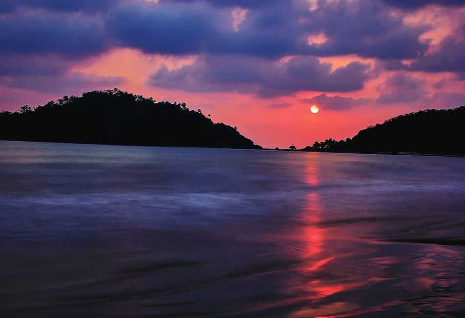 Palolem beach, Goa , IndiaLandscapes With WhiteWall Palolem Beach Goa India Sunset Rippled Silkywaters Ndfilter Arabiansea Sunball Sunset #sun #clouds #skylovers Sky Nature Beautifulinnature Naturalbeauty Photography Landscape [ [a:7369156] sunset sun clouds skylovers sky nature beautifulinnaturE Naturalbeauty Photography Landscape [a:1249 Sunsetlover Sunsets Sunset And Clouds Things I Like Canon60d