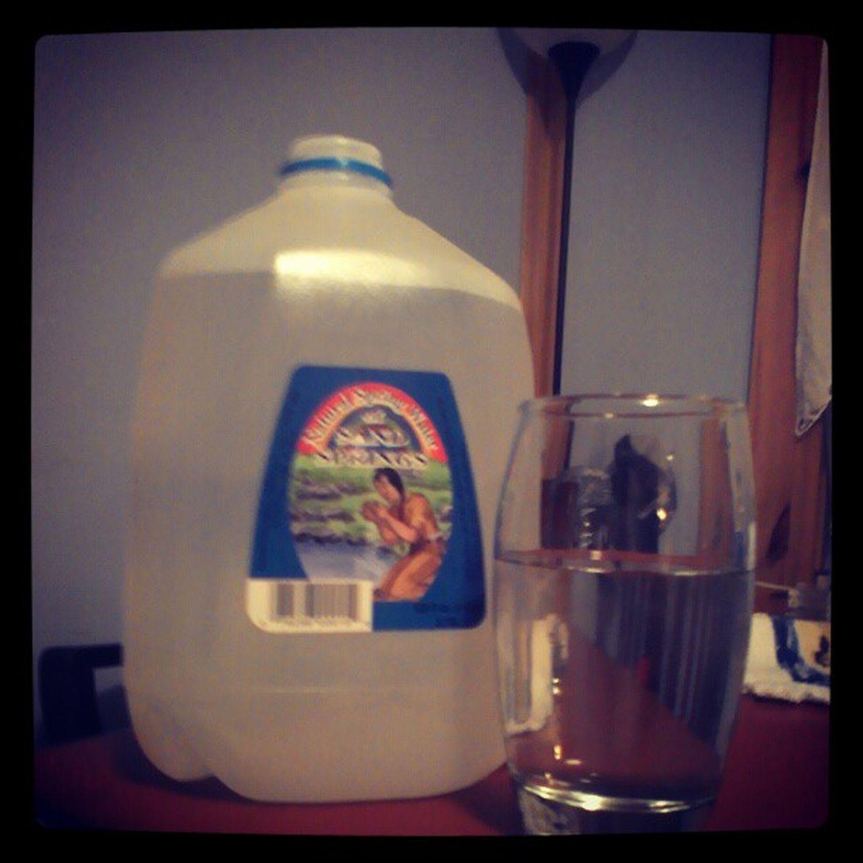 Hey, It's Friday. Gettin muh drank on Friday Night Lookatthefunimgonnahave Youwishyouwereme sparklingwaterclearascrystalthirsty